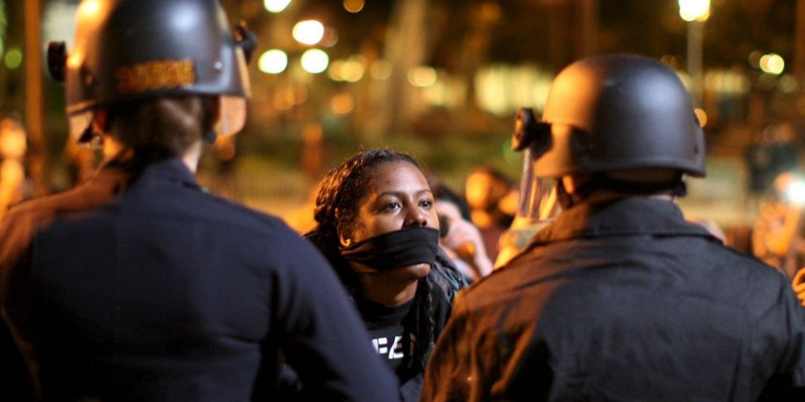 2. El oficial, identificado como Darren Wilson bajo el alegato de que Brown lo quería atacar. Foto:Getty Images