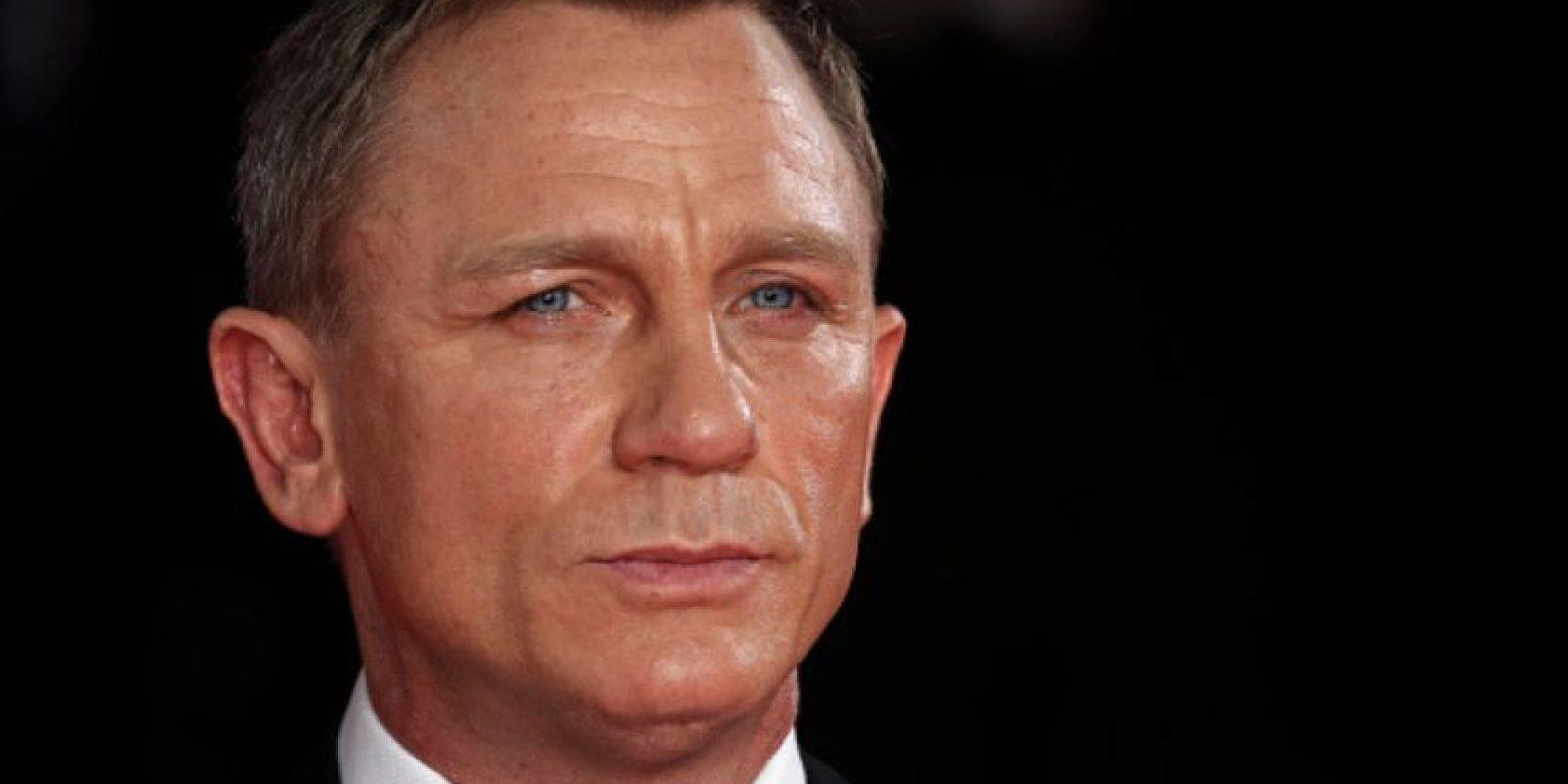 Ha sido el primer James Bond rubio y, por cuestiones comerciales, este último Bond ha cambiado el Martini por la cerveza Foto:Getty Images