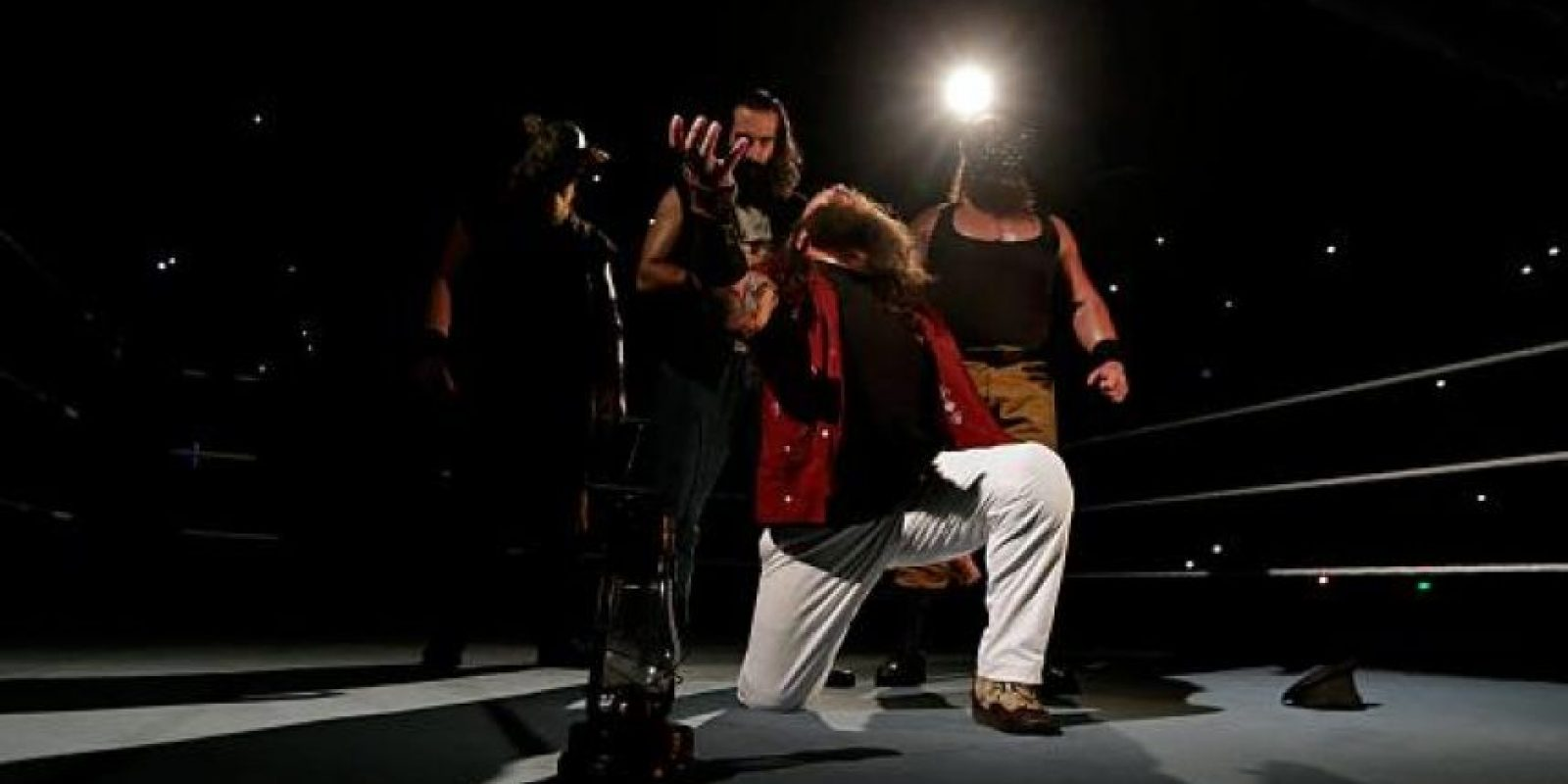 Bray estuvo acompañado por sus aliados Foto:WWE