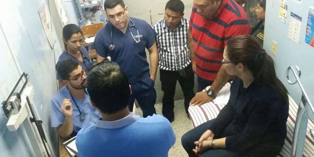 Roxana Baldetti es atendida por una fiebre en el Hospital General