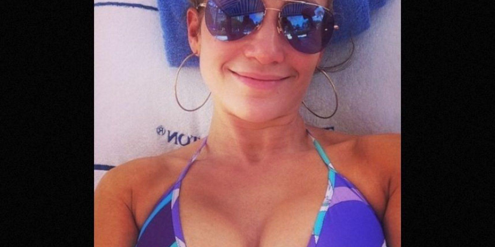 """""""¡Día sin maquillaje! #RostroReal #SelfieDeVerdad #DespertéAsí"""", escribió en Instagram. Foto:Instagram/jlo"""