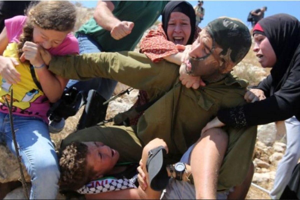 """""""Al momento de la detención hubo una manifestación de violencia que incluyó a mujeres y niños. En vista de lo ocurrido, el comandante decidió no continuar con el procedimiento"""", informaron las Fierzas de Defensa de Israel Foto:AFP"""