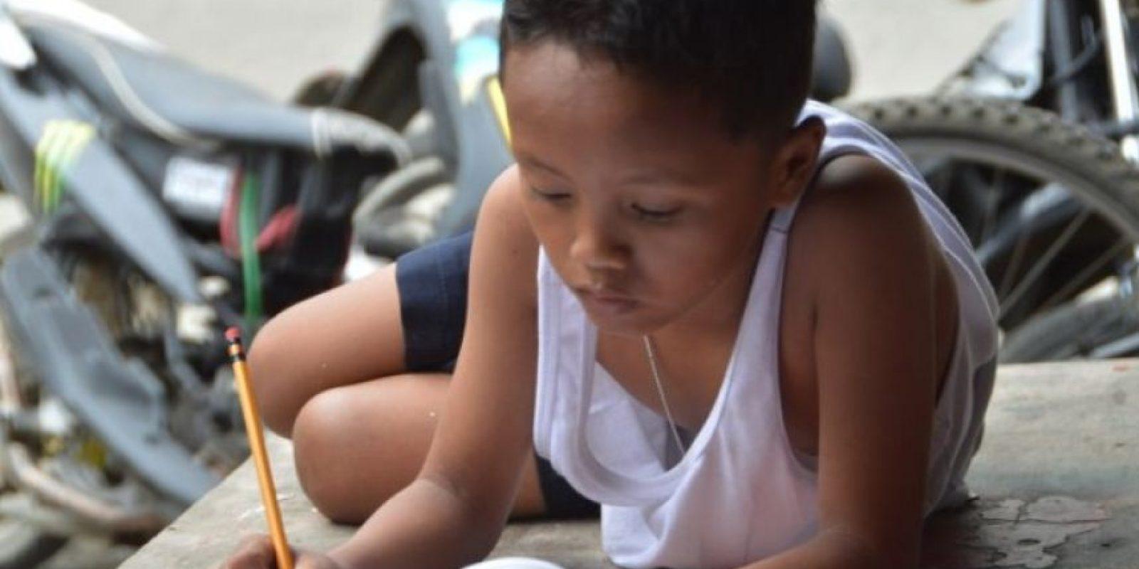 Se volvió viral en julio, mostrando las carencias de la familia filipina y sus deseos por salir adelane Foto:AFP