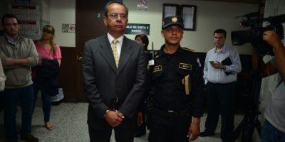 Juez se estrena en judicatura y envía a prisión a cuatro exbanqueros