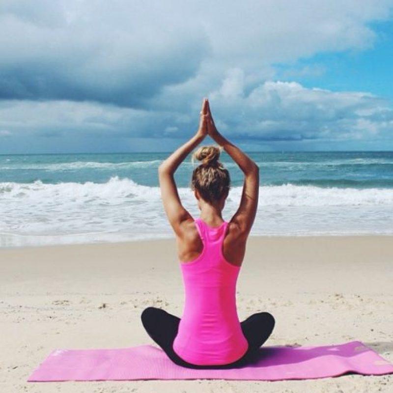 """""""En esta foto uno finge ser zen para Instagram"""", dice con ironía. Foto:vía Instagram/essenaoneill"""