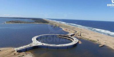 El puente se compone de un tramo central circular de 51,5 metros de radio (168 pies). Foto:Vía facebook.com/dronalo/