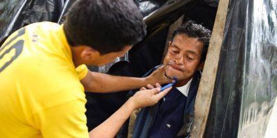Jóvenes guatemaltecos cuidan y comparten con gente sin hogar
