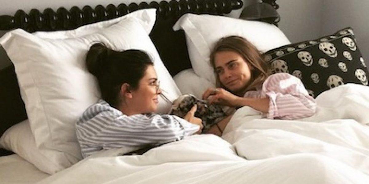 Cara Delevingne celebra a Kendall Jenner con sugerente pastel