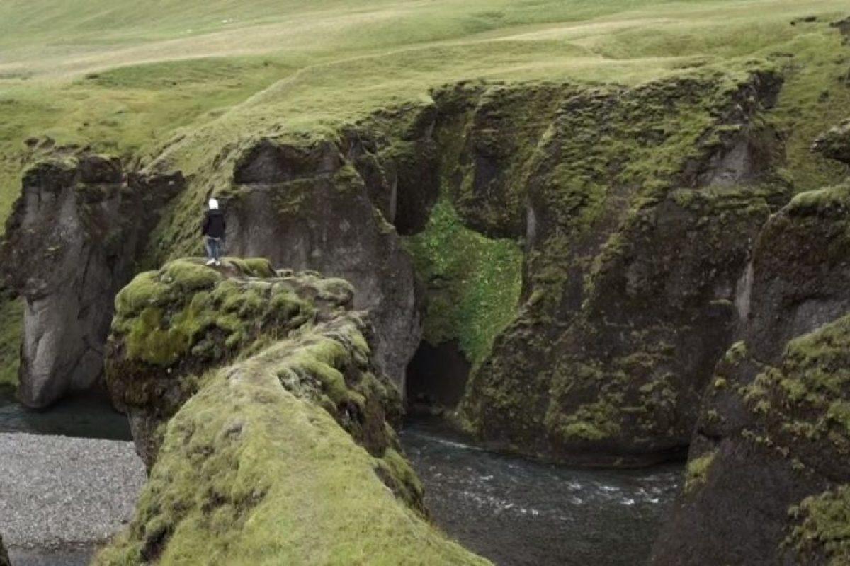 En el video se puede observar al joven de 21 años correr por las montañas, rodar por las áreas verdes y hasta nadar semidesnudo en el lago Jökulsárlón. Foto:YouTube/justinbiebervevo