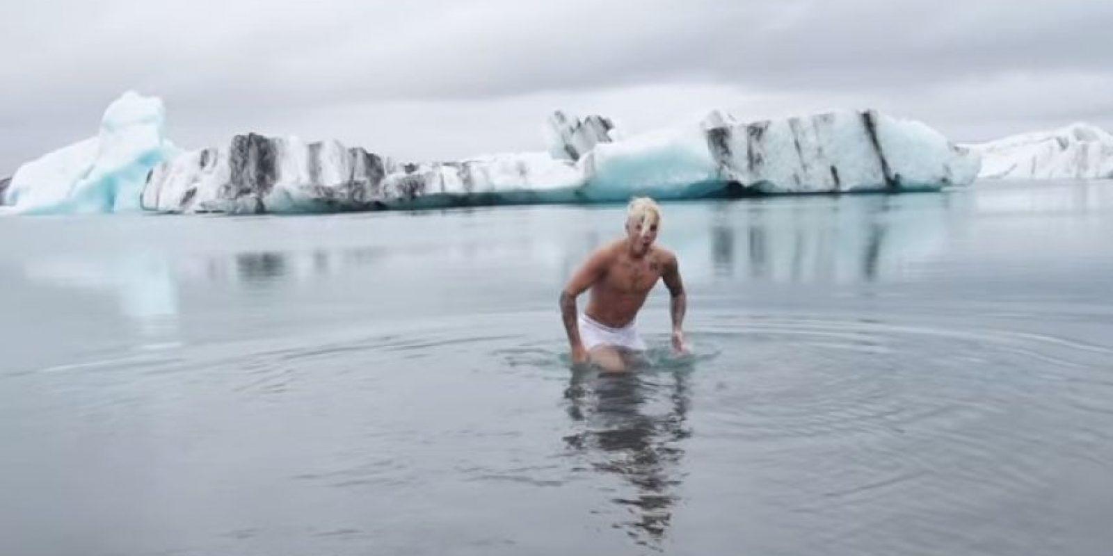 """Los operadores aseguran que no hay reglas con la natación, pero que resulta """"estúpido"""" que alguien nade en el lugar. Foto:YouTube/justinbiebervevo"""