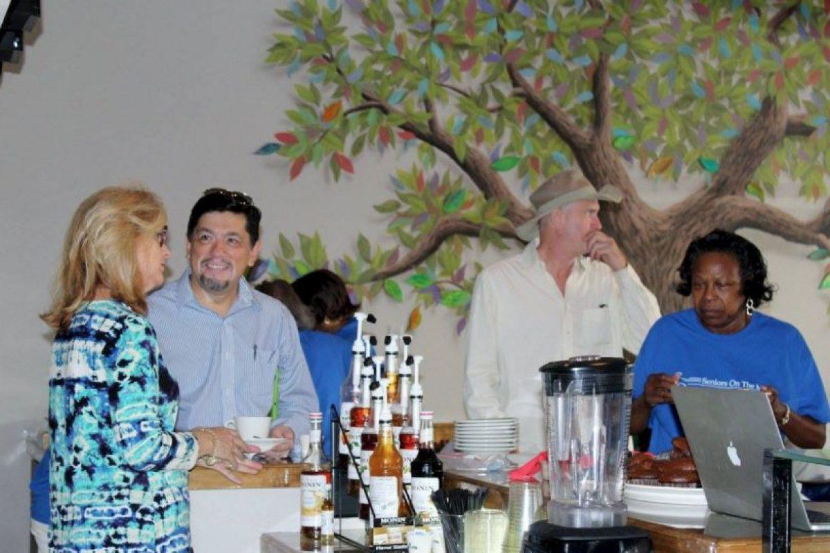 El lugar acepta donativos para poder alimentar a gente que no tiene oportunidad de pagar por su comida. Foto:Vía facebook.com/mosaicscommunitycafe
