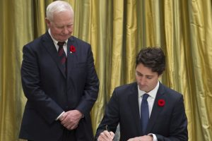 """Trudeau ha prometido acoger a 25 mil refugiados cuando el primer ministro anterior, Stephen Harper, solo estableció acoger a 10 mil personas, reseñó el periódico español """"El Mundo"""". Foto:AP"""