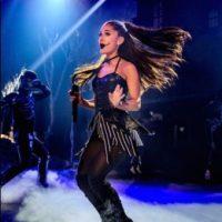 La cantante estuvo a punto de recibir un fuerte golpe durante su último recital. Foto:Getty Images