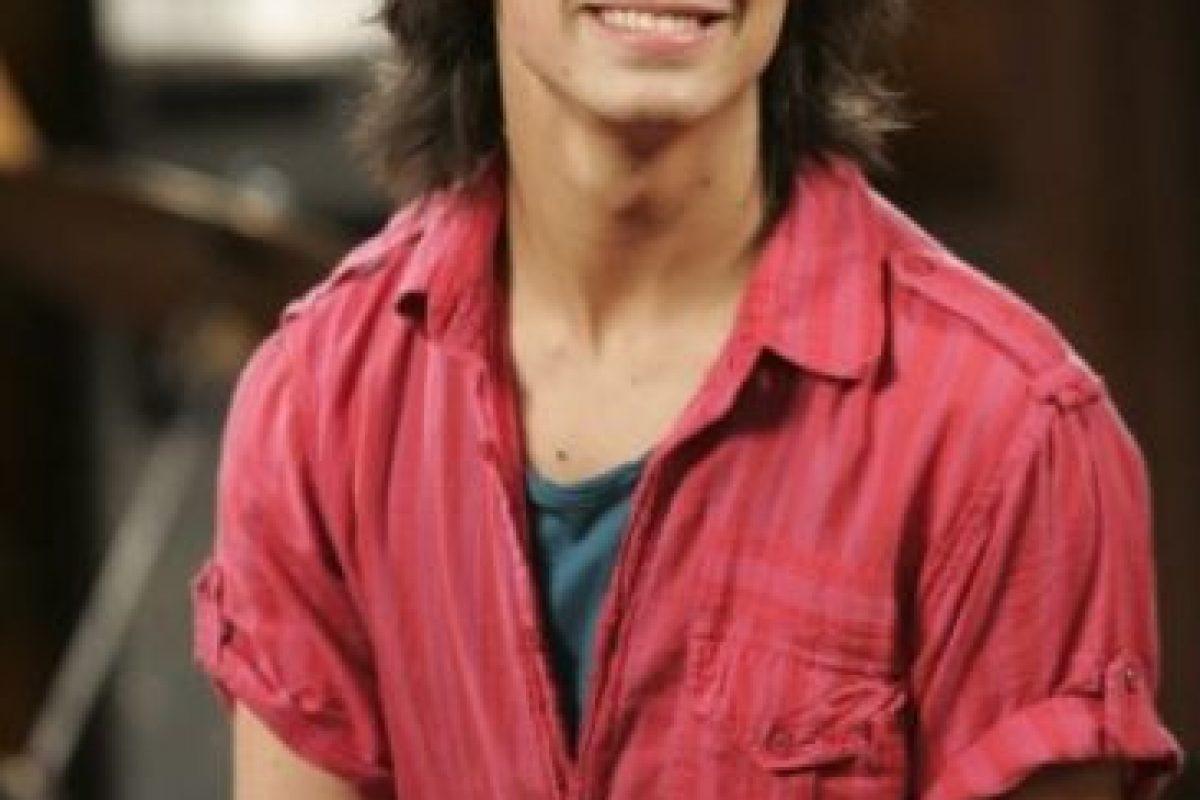 """Le dio vida a """"Shane Grey"""", un famoso cantante y sobrino del dueño de """"Camp Rock"""" Foto:Disney"""