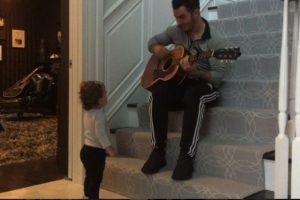 El año pasado se convirtió en padre de la pequeña Alena Rose Jonas. Foto:vía instagram.com/kevinjonas