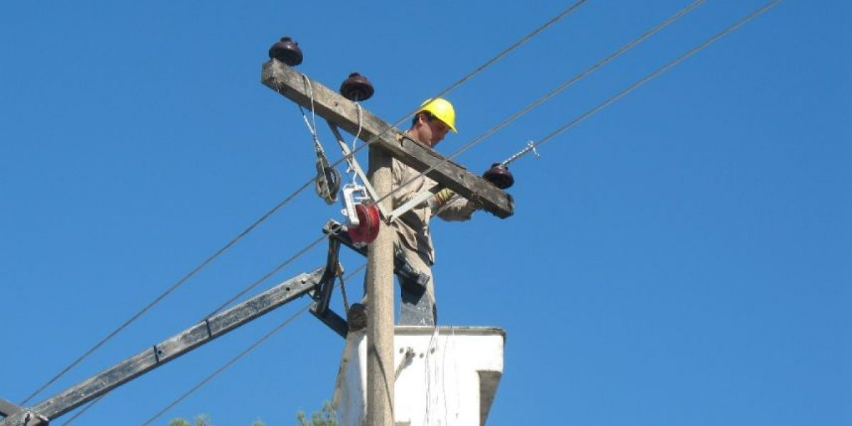 Presidente atrasa vigencia de nueva tarifa social en la energía
