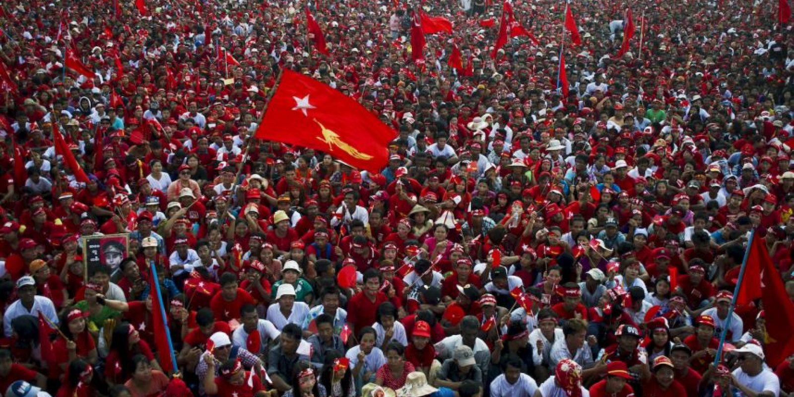 Partidarios de la líder de la oposición de Myanmar Aung San Suu Kyi durante evento de campaña. Foto:AFP