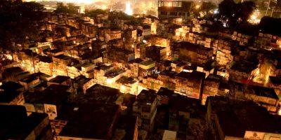 Cientos de velas iluminan la Noche de los Santos en Filipinas. Foto:AFP
