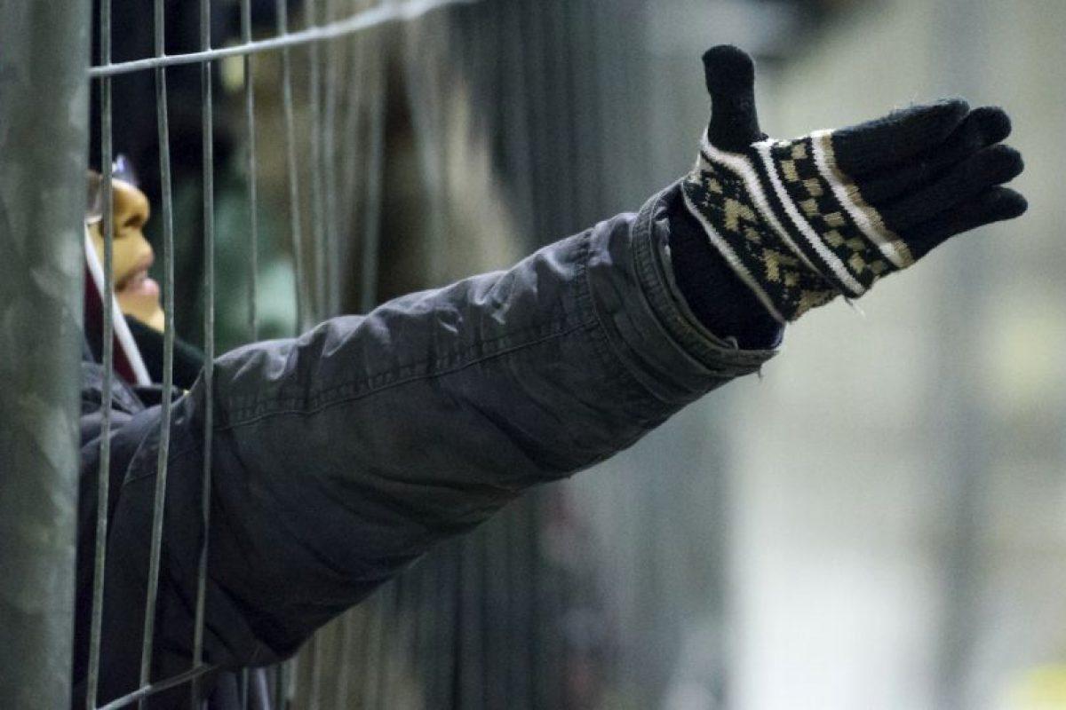 Migrante sy refugiados piden comida en frontera de Eslovenia y Austria. Foto:AFP