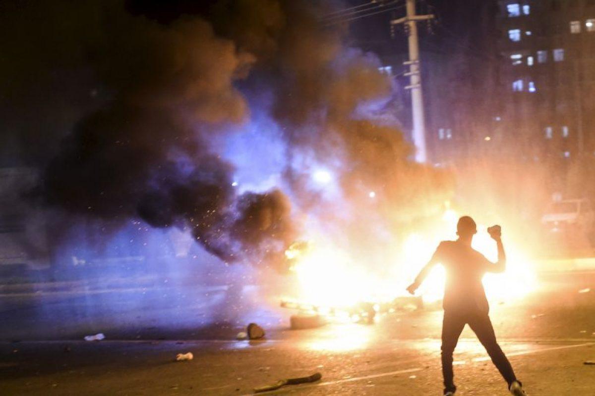 Protestas en contra de los resultados de las elecciones generales de Turquía, que mostraron una clara victoria al Partido Justicia y Desarrollo (AKP). Foto:AFP