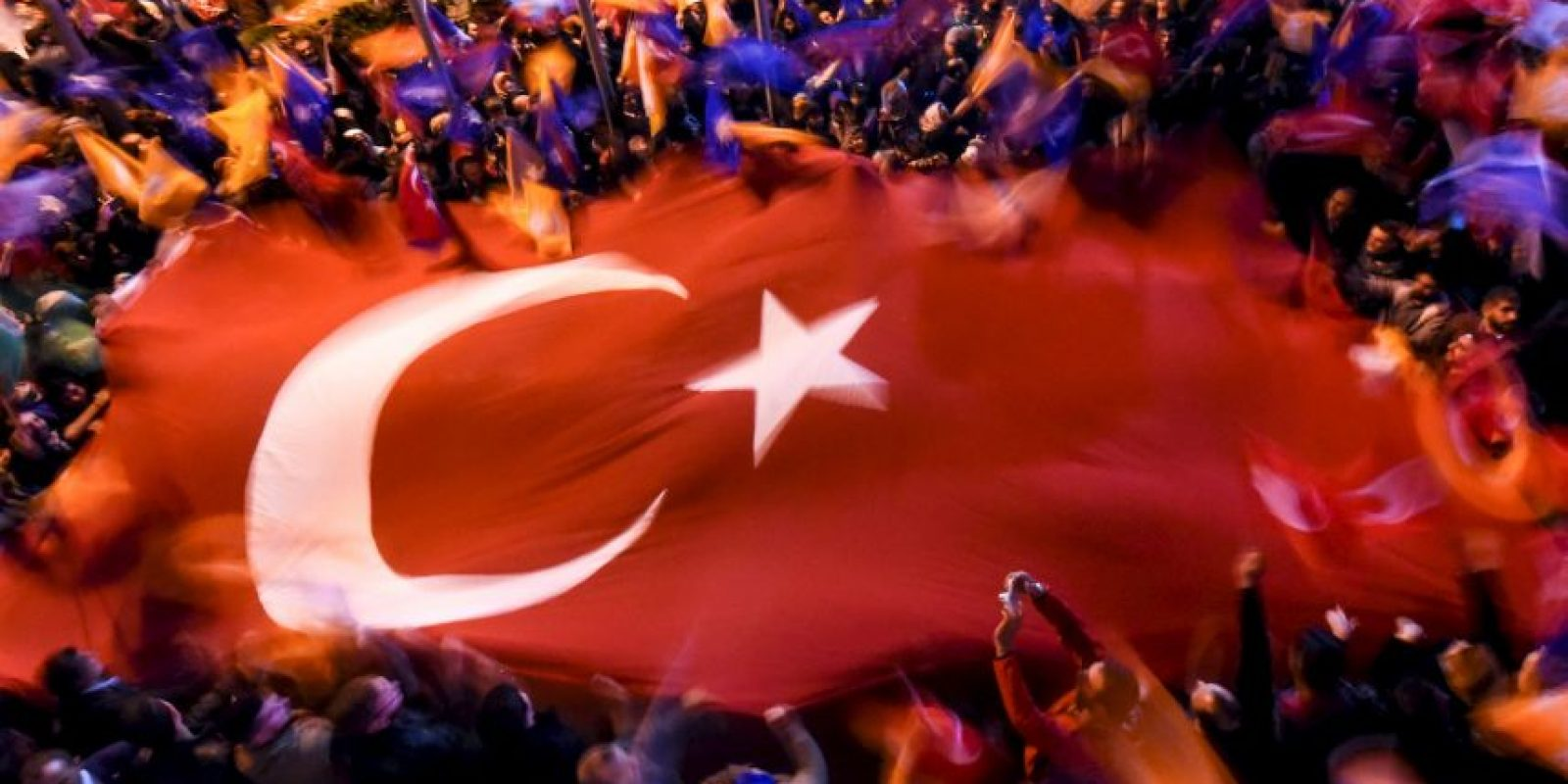 Simpatizantes del Partido de la Justicia y Desarrollo de Turquía. Foto:AFP