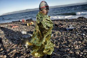 Pequeño refugiado a su llegada a la isla griega Lesbos. Foto:AFP