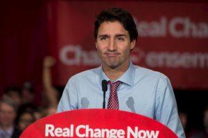 """Trudeau ha prometido acoger a 25 mil refugiados cuando el primer ministro anterior, Stephen Harper, solo estableció acoger a 10 mil personas, reseñó el periódico español """"El Mundo"""". Foto:AFP"""