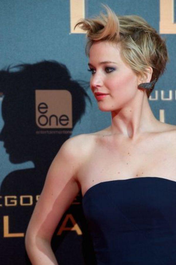 """En 2013, durante el lanzamiento de """"En Llamas"""", apostó por un vestido strapless azul. Foto:Getty Images"""