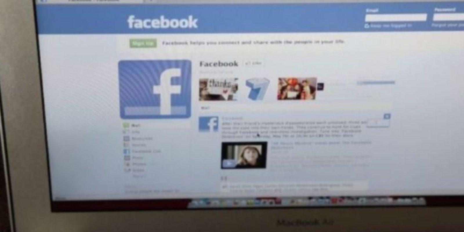 """9- Siempre están en línea. Ni siquiera en el baño dejan de revisar su """"inbox"""". Foto:Getty Images"""