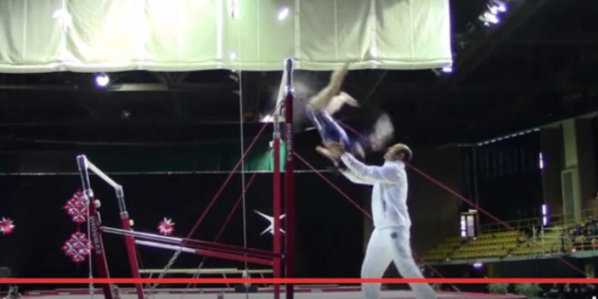 Video de entrenador que salva la vida de gimnasta se vuelve viral