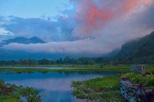 Este lago está rodeado de volcanes, montañas y mucha vegetación, lo cual le da una atmósfera muy especial. Foto:Vía https://instagram.com/explore/tags/atitlan