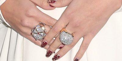 Para su outfit, Gómez agregó un par de anillos de diamantes. Foto:Getty Images