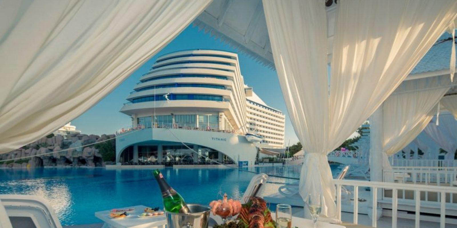 """Titanic Beach Lara"" es el nombre del hotel turco que ha recreado el aspecto del crucero que se hundió en 1912. Foto:The Grosby Group"
