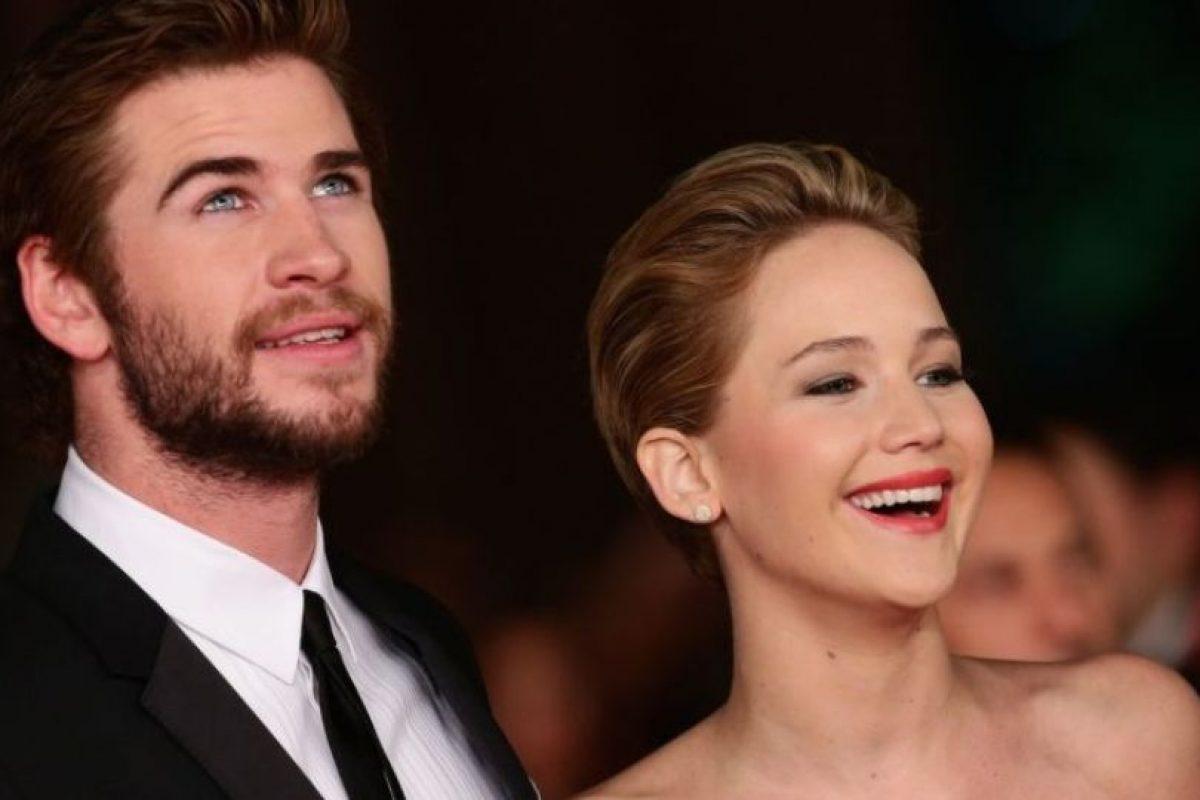 """Liam Hemsworth, su compañero de reparto en la saga """"Los Juegos del Hambre"""", calificó como """"incómodas"""" las escenas en las que besó a Lawrence. Foto:Getty Images"""