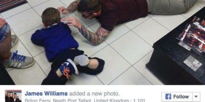 Además se sintió emocionado porque el pequeño Mason le dio un abrazo cuando terminó de atenderlo. Foto:Vía Facebook/Jimthetrim254britonferry