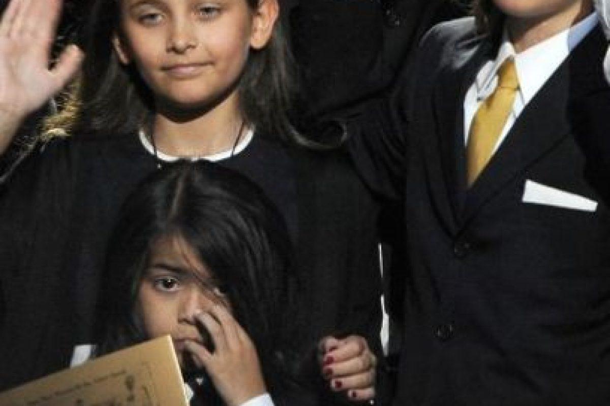 Hasta ese entonces, los hijos del cantante vivieron confinados y siempre les tapaban la cara cuando aparecían en público. Foto:Getty Images
