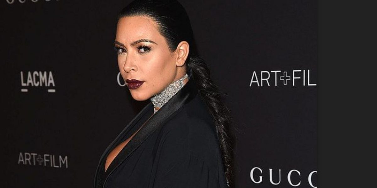FOTOS. Kim muestra su figura en un transparente vestuario en los premios LACMA