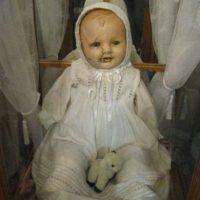 Mandy: es una muñeca hecha entre 1910 y 1920. Fue donada al Museo Quesnel en la Columbia Británica. Foto:vía Museo Quesnel