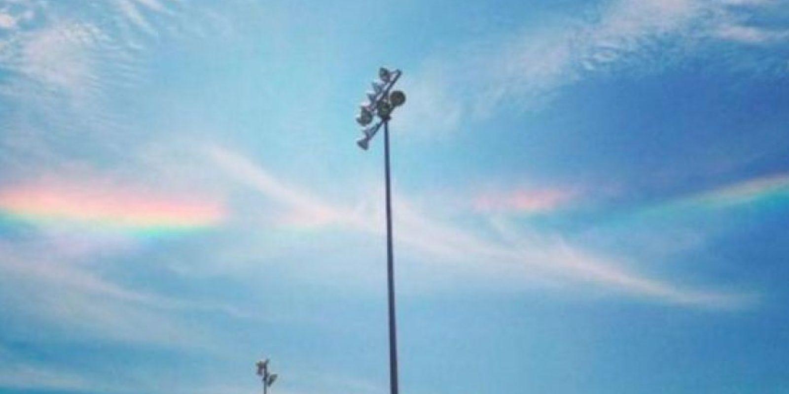 """""""Estas están sobrecargadas de cristales de hielo, que originan estas ondas de colores"""". Foto:facebook.com/TheWeatherChannel/photos"""