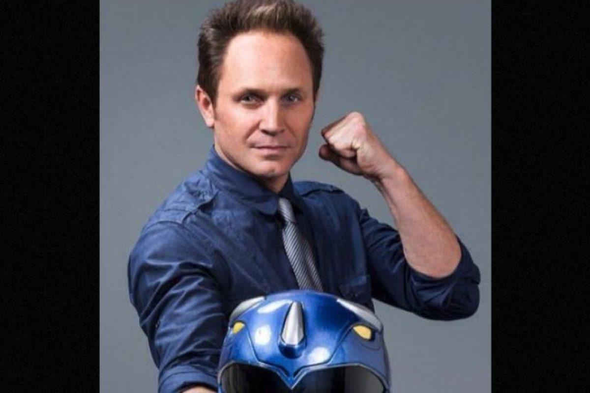 """El actor estadounidense abandonó la actuación para producir series de televisión. También se dedica a promocionar la imagen del """"Ranger Azul"""" en convenciones y redes sociales. Foto:Twitter/david_yost"""