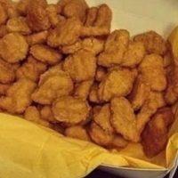 """Pero estos trocitos de pollo empanizados son preparados a partir de la famosa """"pasta rosa"""". Foto:vía instagram.com"""