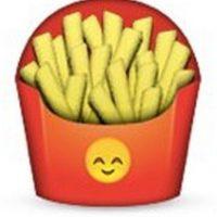 Podrían parecer unas papas fritas normales, pero en el empaque tiene un emoji de un rostro que simboliza felicidad. Foto:Pinterest