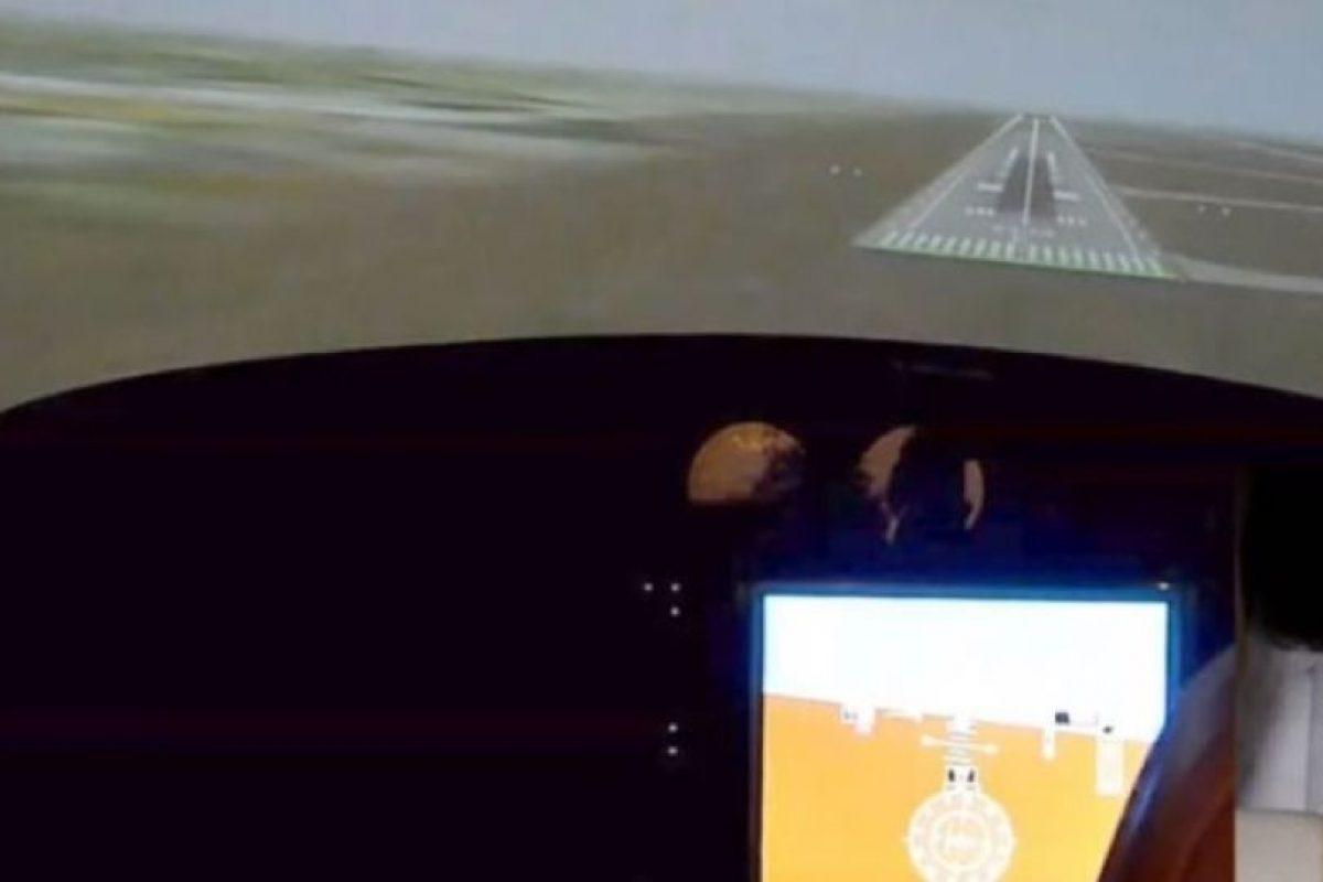 Científicos alemanes del Instituto de Sistemas de Dinámica de Vuelo de la Technische Universitat Munchen diseñaron un gorro que permite tripular aviones con la mente. Foto:YouTube – Archivo