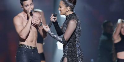 """Y juntos encendieron el ambiente con el tema """"Back It Up"""". Foto:Getty Images"""