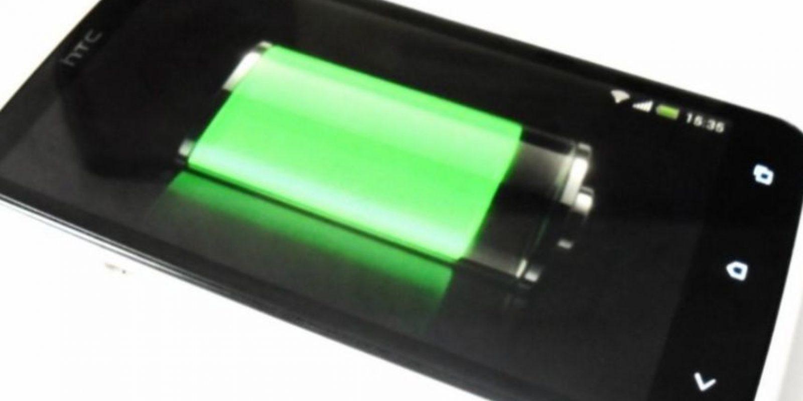 Existen pequeños trucos que deben seguir para conservar la vida de la batería del smartphone. Foto:vía Pinterest