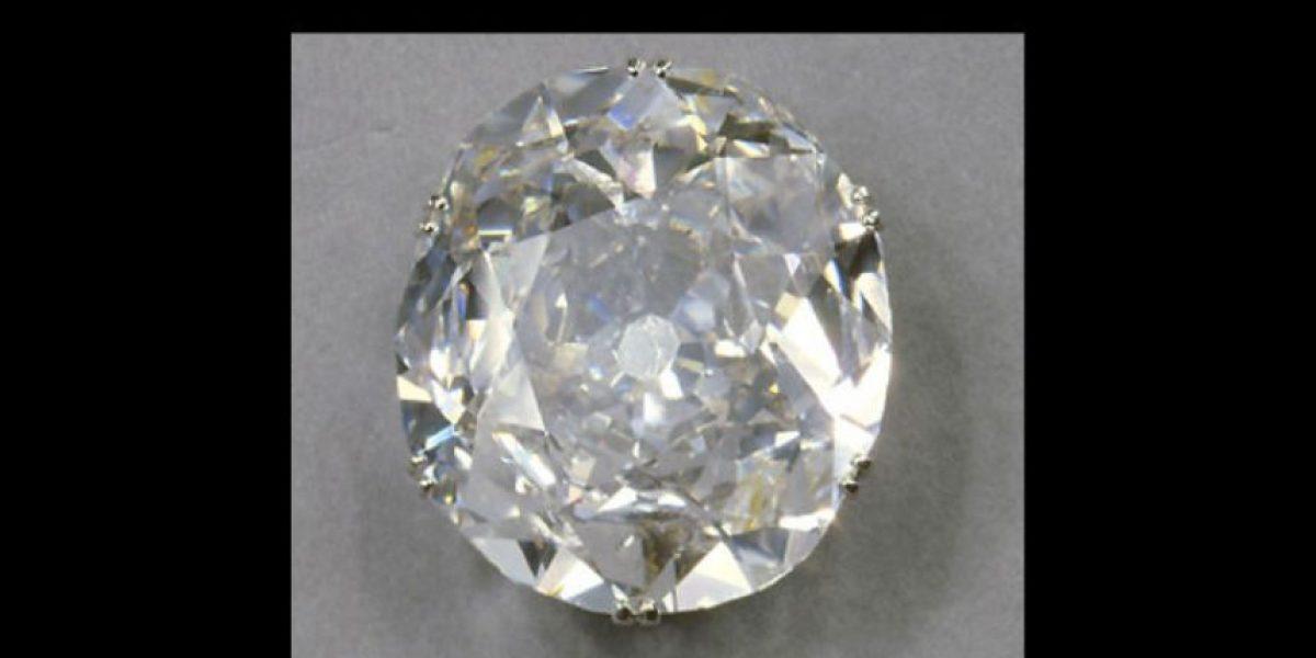 """Denuncian a la Reina Isabel por haber """"robado"""" un diamante"""