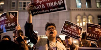 Esta nueva presentación causó protestas porque la cadena NBC había roto relación comn el político luego de que hiciera comentarios racistas contra los mexicanos. Foto:Getty Images