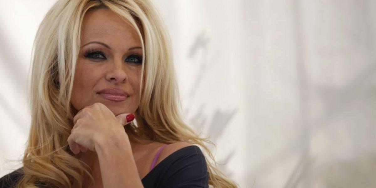 FOTO. Pamela Anderson se curó de Hepatitis C y lo celebra quitándose todo