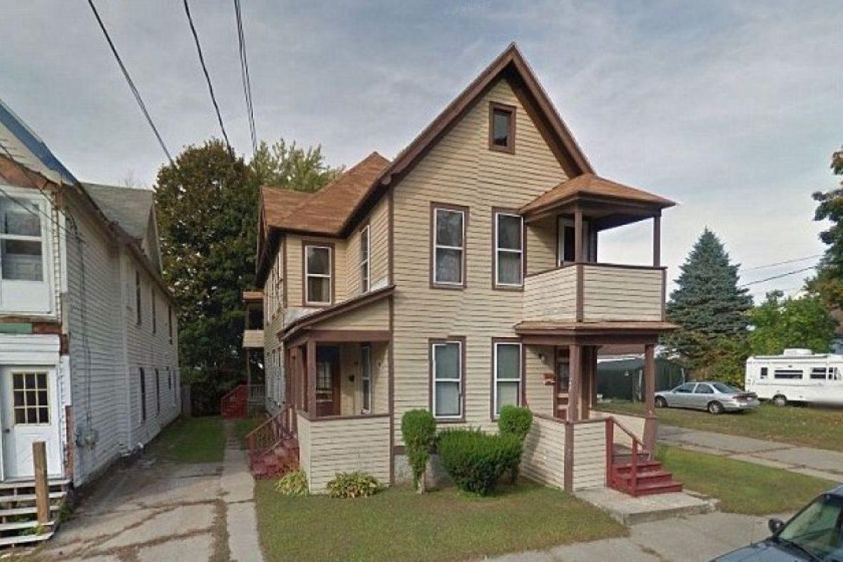 Vivía en esta casa con su madre. Foto:Google Maps
