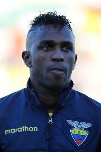 Este goleador del Emelec de Ecuador se encuentra en uno de sus mejores momentos. Este 2015 lleva 33 goles marcados en diferentes competiciones y si logra ser más efectivo frente al arco de la portería rival, vistiendo la camiseta de su selección nacional, será de gran ayuda para los ecuatorianos. Foto:Getty Images